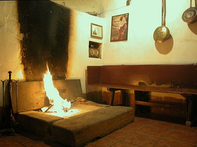 Descripcion de la casa de turismo rural spa en soria la vieja chimenea - Poner chimenea en casa ...